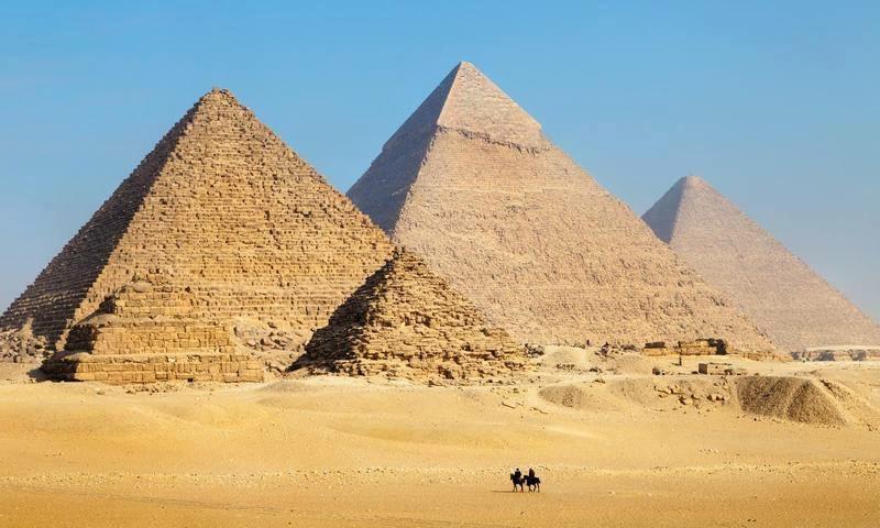 Day 02: Tour to Giza Pyramids, Egyptian Museum & overnight Sleeper train to Aswan
