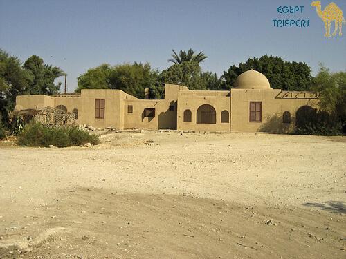 Tutankhamun's tomb replica and Carter's home
